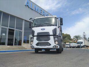 камион со автоподигнувач на контејнер FORD 1833D. Camion portacontenedores de cadenas