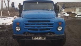 камион со рамна платформа ZIL 554