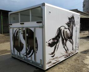 нови камион за превоз на коњи ИСТОК