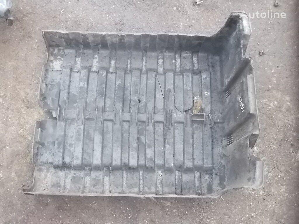резервни делови Крышка АКБ DAF за камион